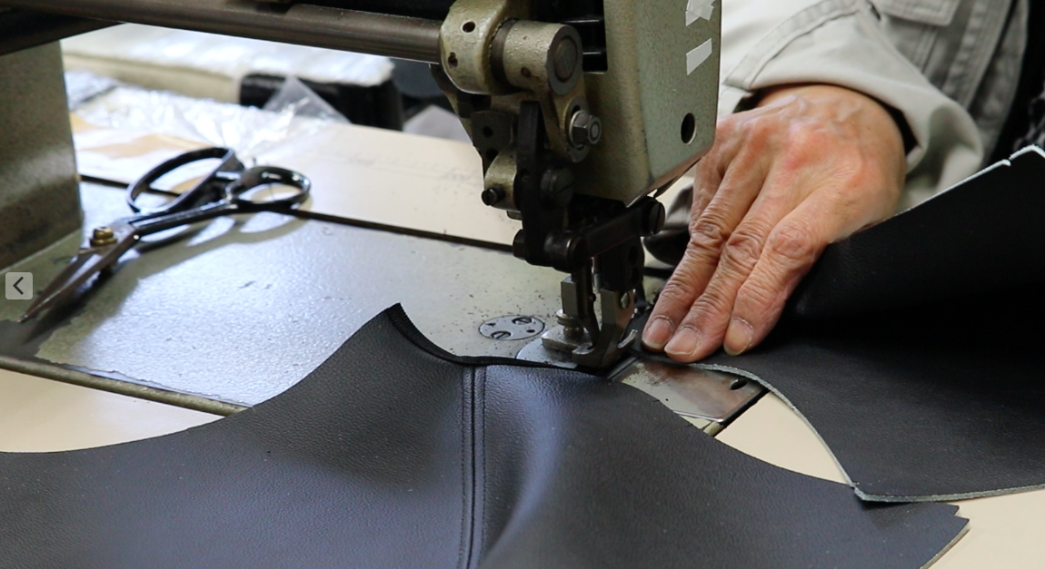 自動車部品の製造の縫製